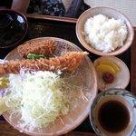 銭形 大野店 - 大エビヒレ定食 ヒレかつを一つ食べた後・・