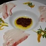 oufuuryouriyabisutora - 鮮魚のカルパッチョ ドライトマトのペーストオイル