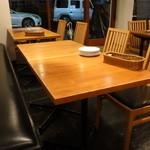 YASU - ☆テーブル席の雰囲気はこちらです(#^.^#)☆