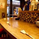 ワインとビストロ ミナミ酒場 - カウンター席