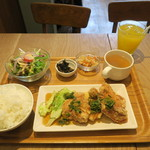 カフェ ポポロ - 日替わりランチ ネギと醤油タレのとりのから揚げ 880円(税込)