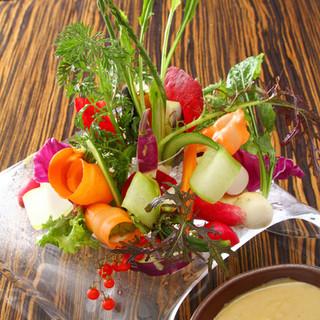 まずはこちらを!新鮮な野菜たっぷり【AW農園バーニャカウダ】