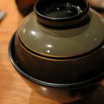 枝魯枝魯ひとしな - 味噌汁(赤だし)