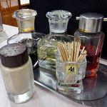 喜京屋 - 卓上に常備された調味料類(2016年3月)