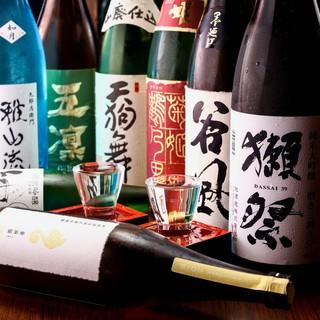 日本全国の地酒を揃えております。常時30種類以上の品揃えです