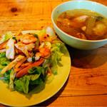 ブルーパパイアタイランド - ランチはサラダとスープがおかわり自由です