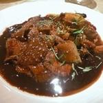 ル・ジャルダン・デ・サヴール - Le fricasse de marcassin sauce au vin rouge pousse de bambou et cepe sautes