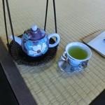 玉露の里 瓢月亭 - 2杯目の方が色がちょっと濃いです。