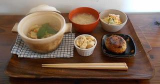 ラスティカ - ランチセット:中華風炊き込みたけのこごはん+たけのこ姫皮のお味噌汁+たけのこ木の芽和え お米でつないだ豆腐ハンバーグ ズワイガニのパスタサラダ