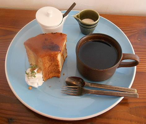 ラスティカ - ケーキセット:キャラメリゼシフォンケーキ 紅茶 ホット マスケリア ミルクで