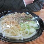 相島地域産物展示販売所 丸山食堂 - 妻の選んだ肉うどん530円、スープはイリコ、かつお節、昆布で出汁をとりマルサン醤油で薄味に仕上げた美味しいうどんです。