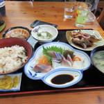 相島地域産物展示販売所 丸山食堂 - 私の注文した刺身定食1260円、この店一番の人気商品です。