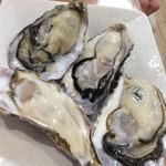 カキ小屋フィーバー - 生牡蠣