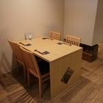 みよし - テーブル