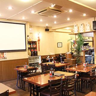 大スクリーンでスポーツ観戦もできる中華料理屋
