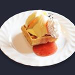 珈琲屋らんぷ - 料理写真:ストロベリーワッフル