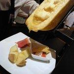 プティ・カッセ - 段々とチーズが下の方に移動してきています。