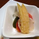 プティ・カッセ - 季節野菜のピクルスですね。いい感じで漬かってました。