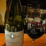 プティ・カッセ - このワインは96年にフランソワ・ヴィラール、イヴ・キュイユロン、ピエール・ガイヤーと言うローヌのスーパースター達である彼らが設立したワイナリーで作られたワインです。