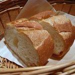 プティ・カッセ - ソースも美味しかったのでパンをオーダしました。