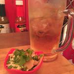 Bar LOST BOY - メガジョッキとシナチクパクチーメンマ