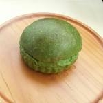パリジャン - 料理写真:「抹茶とホワイトチョコのクリームパン」160円税込