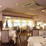 海辺のレストラン ラ・プラージュ - 店内から森戸の海を望む