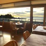 海辺のレストラン ラ・プラージュ - ティールームから森戸の海を望む