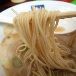 魁龍 小倉本店 - エッジのある中細麺