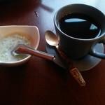49136616 - タピオカ入りココナッツミルクとホットコーヒー