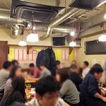 もつ焼き 肉の佐藤 - 奥のテーブル席(2016年3月)