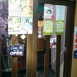 ブン ブン ブラウ カフェ ウィズ ビーハイヴ - 入口