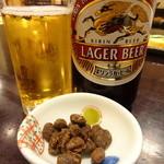 はせべ - ビール(中瓶)(550円)と無料おつまみ(味噌)