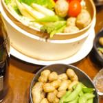 錦町酒場せいろやげんさん - お通し的な一品目は、枝豆と茹で落花生