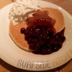 49144939 - 赤ワイン煮込みのソース アップル・チェリーコンフィチュール パンケーキ 1,250円
