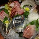 49147002 - 築地市場で買い付けた鮮魚の三種盛り合わせ