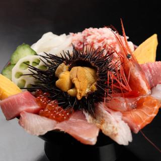 近江町市場名物・海鮮丼