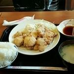 鳥ぷろ - ランチの唐揚げ定食(12個)890円