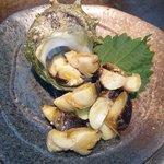 もんじゃ五平 - 店長が自分で漁をしてきた天然物の「サザエの味噌漬け」、激安500円!!