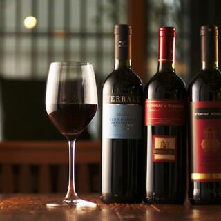 ソムリエがセレクト、イタリアワインを中心にしたラインナップ
