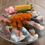 ウルトラレインボー海鮮丼