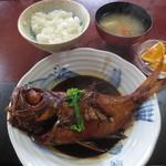 魚料理 いず松陰 - 煮魚で定食 2160円 (2016.3)