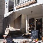 ラテハートカフェ - 店内は手作り雑貨もいっぱいで可愛い♪