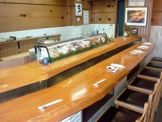 福寿司 - 老舗の雰囲気が漂う店内(承認済み)