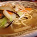 49172143 - 濁りが少ない、茶褐色なスープ。
