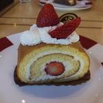 49174181 - 苺のロールケーキ