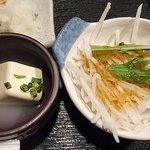 炭焼漁師小屋料理 渋谷東急本店前のひもの屋 - ひもの屋 渋谷東急本店前店 鯖の二種もり定食に付く大根サラダと冷奴