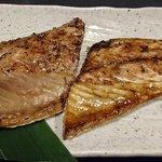 炭焼漁師小屋料理 渋谷東急本店前のひもの屋 - ひもの屋 渋谷東急本店前店 鯖の二種もり定食の鯖の味醂干しと普通の干物