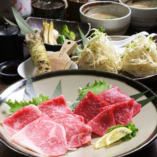 肉の旨味を最大限に引き出すこだわりの食材数々