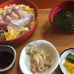 お食事処 海山 - 料理写真:鰤のぴり辛丼=1100円 税込 セットにて。